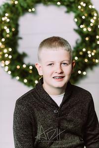 00004-©ADHPhotography2019--Wisnieski--ChristmasFarmhouseMini--December6