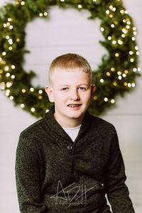 00008-©ADHPhotography2019--Wisnieski--ChristmasFarmhouseMini--December6