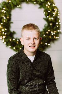 00007-©ADHPhotography2019--Wisnieski--ChristmasFarmhouseMini--December6