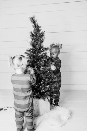 00010-©ADHPhotography2019--Esch--ChristmasMini--November1--bw