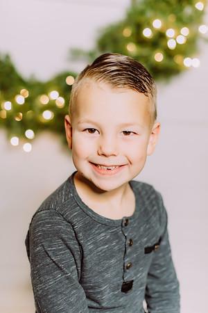 00282-©ADHPhotography2019--Findley--ChristmasFarmhouseMini--December1