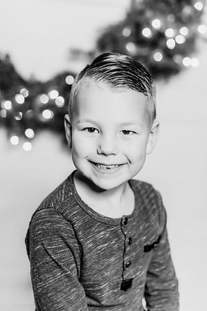 00282-©ADHPhotography2019--Findley--ChristmasFarmhouseMini--December1bw