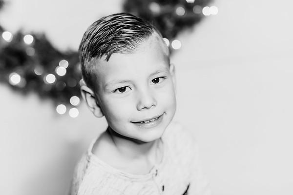 00304-©ADHPhotography2019--Findley--ChristmasFarmhouseMini--December1bw