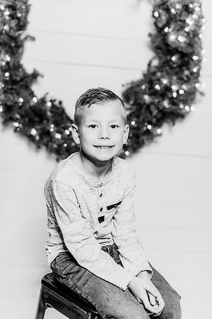 00286-©ADHPhotography2019--Findley--ChristmasFarmhouseMini--December1bw