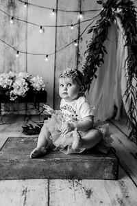 00105--©ADHPhotography2020--EmmaFornoff--OneYearAndFamil--March14bw
