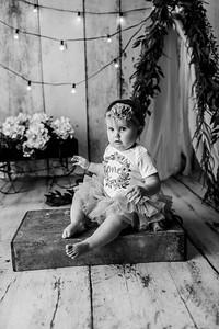 00106--©ADHPhotography2020--EmmaFornoff--OneYearAndFamil--March14bw