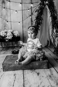 00107--©ADHPhotography2020--EmmaFornoff--OneYearAndFamil--March14bw