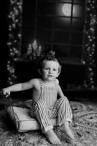 00009©ADHPhotography2020--EverettGass--NightBeforeChristmasMini--September16bw