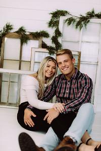 00003-©ADHPhotography2019--JaydDawson--ChristmasFarmhouseMini--Promo