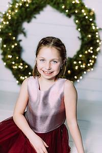 00005-©ADHPhotography2019--Webb--ChristmasFarmhouseMini--December10