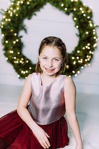 00007-©ADHPhotography2019--Webb--ChristmasFarmhouseMini--December10