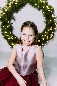 00006-©ADHPhotography2019--Webb--ChristmasFarmhouseMini--December10