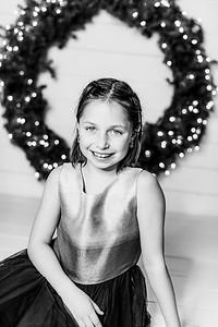 00005-©ADHPhotography2019--Webb--ChristmasFarmhouseMini--December10bw