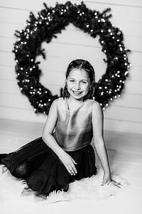 00001-©ADHPhotography2019--Webb--ChristmasFarmhouseMini--December10bw