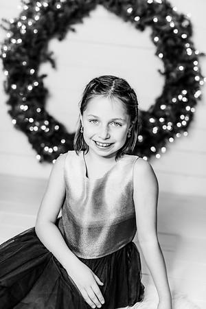 00007-©ADHPhotography2019--Webb--ChristmasFarmhouseMini--December10bw