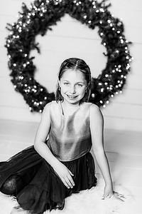 00010-©ADHPhotography2019--Webb--ChristmasFarmhouseMini--December10bw