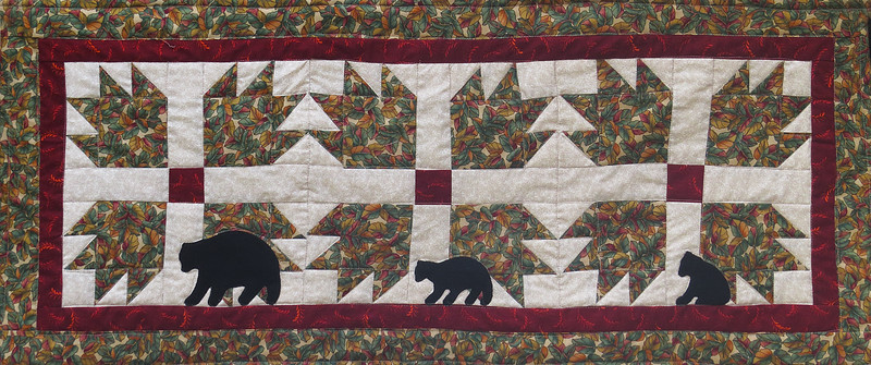 2016 09 08 Bear claw table runner
