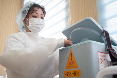 2021 оны гуравдугаар сарын 9.Эмч нар  вакцинжуулалтанд хамрагдлаа. ГЭРЭЛ ЗУРГИЙГ Г.САНЖААНОРОВ/MPA