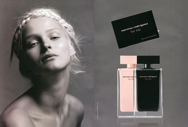 NARCISO RODRIGUEZ for Her Eau de Parfum + Eau de Toilette 2014 Italy spread with scent card 'solleva e prova l'eau de toilette'