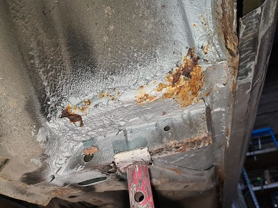 Floor pan to wheel arch rot