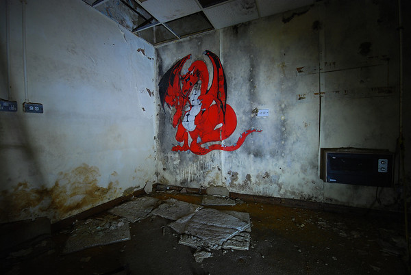 We find a red dragon mural in one room..as of now,I dont know it`s relevance.