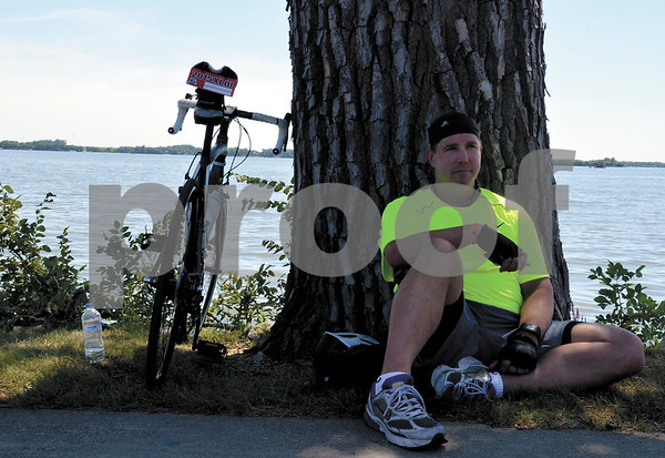 -Messenger photo by Britt Kudla<br /> Mike Isenberg of Arizona takes a break during RAGBRAI on Sunday at Storm Lake