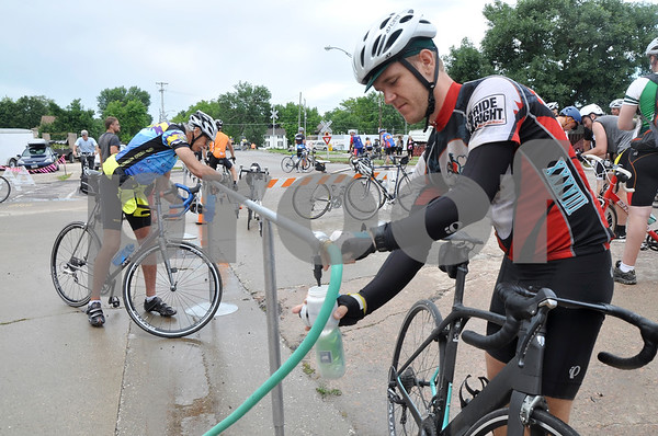 -Messenger photo by Joe Sutter<br /> <br /> Ben Dixon, of Ohio, fills up at the water filling station in Manson during RAGBRAI Monday morning.