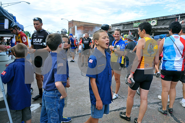 -Messenger photo by Joe Sutter<br /> <br /> Carson Widlund, 10, of Manson, calls out to RAGBRAI riders announcing food for sale by Cub Scout Pack 95 Monday morning.