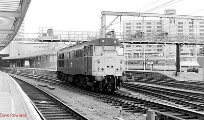 31404 is seen light engine at Leeds station; 91011 is seen in the right distance. 24th May 1990.