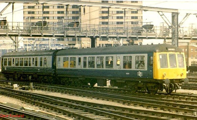 54270 leads a DMU set out of Leeds station.
