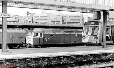With 142 082 on the right, rail blue 47476 is seen at the parcels depot at Leeds station, along with BG 93212. 24th May 1990.
