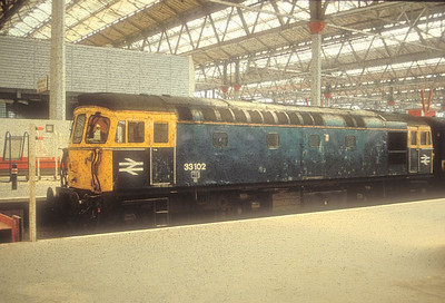 33102 is seen at Waterloo on 18th September 1992.