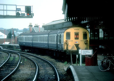 3-car DEMU 205 025 awaits departure time at Salisbury with a Portsmouth Harbour service. June 1989.