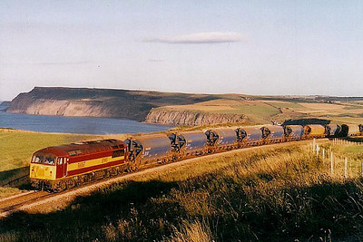 56 067 - BR Class 56 Type 5 Co-Co DE - built 12/79 by Doncaster Works - withdrawn - seen here at Hunts Cliff on a potash train.