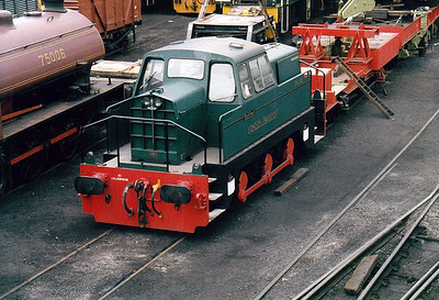 LONDON TRANSPORT - DL83 - Rolls Royce Sentinel 0-6-0DH, Works No.10271, built 1967 - supplied new, on hire, to Stewart & Lloyd's, Corby, as No.22 - 01/71 sold to London Transport as DL83 for engineering duties based at Lillie Bridge Depot - withdrawn 05/89 - arrived at Wansford for preservation in 1994.