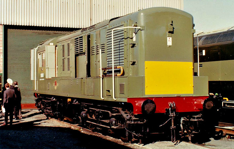 10800 - NBL Type 1 Bo-Bo DE - built 07/50 by North British Loco Co. - withdrawn 08/59 - prototype of Class 14/15 - seen here at Brush Locomotive Works, Loughbrough, after return to builders, carrying name HAWK, added in 1962 - note new Class 47 alongside, thus dating picture.