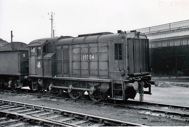 15004 - Class DES2 0-6-0DE Shunter - built 1949 for the Eastern Region by Brush Traction - withdrawn 10/62.