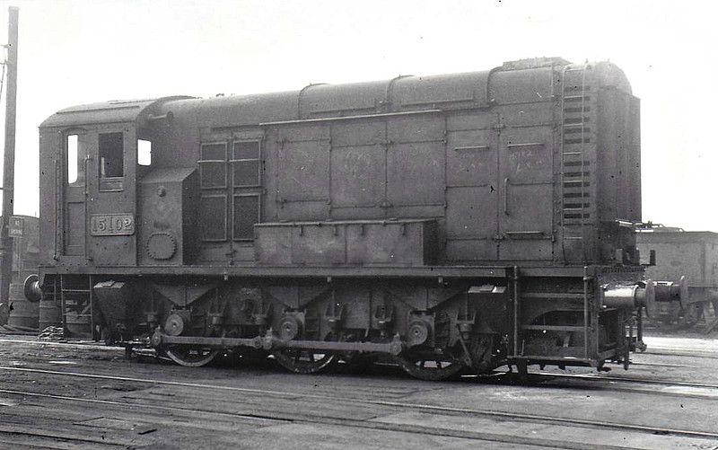 15102 - WR/EE 0-6-0 DE Shunter - built 05/48 by Swindon Works for GWR - 05/66 to LMR, 07/67 withdrawn from 2F Bescot - seen here at Derby in 07/52.