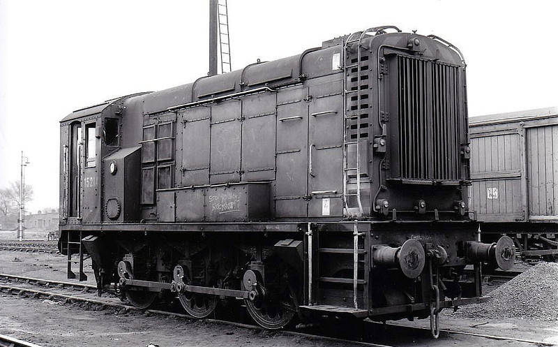 15214 - BR/EE Class 12 0-6-0DE Shunter - built 1949 by Ashford Works - withdrawn 10/71 from Ashford TMD - seen here at Hither Green, 04/67.