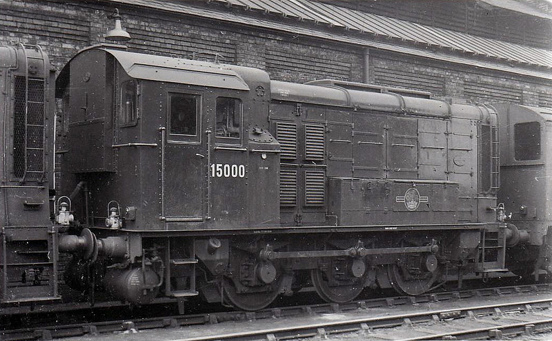 15000 - LNER/EE Class DES1 0-6-0DE Shunter - built 1944 by Doncaster Works as LNER No.8000 - 1948 to 15000 - withdrawn 08/67 - seen here at March 04/59.