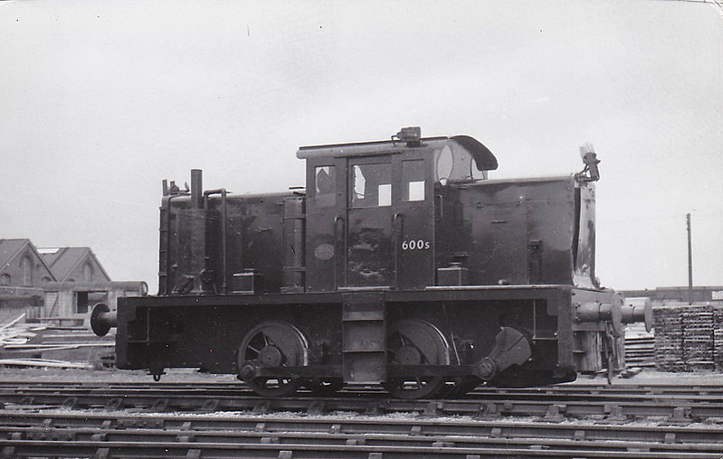 DS600 - 0-4-0DM - built 1943 - 1963 withdrawn - 1969 scrapped - Eastleigh Carriage Works pilot - seen here in 07/59.