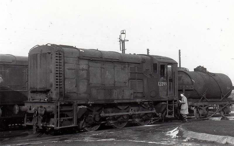 Class 11 - 12099 - LMS/EE 0-6-0DE Shunter - built 1950 by Derby Works - withdrawn 01/71 - sold to Hargreaves Ltd, Astley..