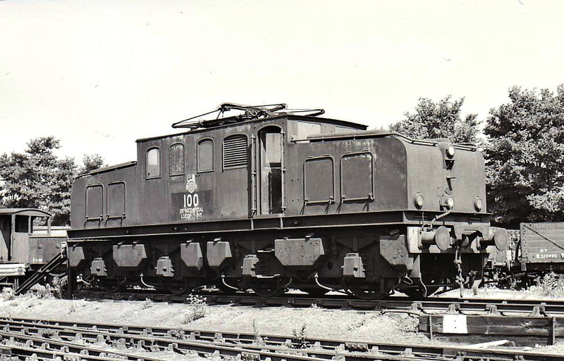 Class EB1 - 100 - NER Raven 1500 vDC Bo-Bo Electric - built 12/14 by Darlington Works as NER No.11 - 1946 to LNER No.6498, 1948 to BR No.26510 - 1949 to Ilford as Depot Shunter - 1959 to Departmental No.100 - withdrawn 04/64 - seen here in Goodmayes Yard in 06/62.