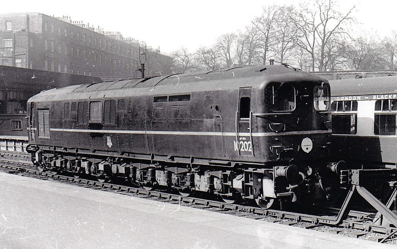 10202 - BR/English Electric 1-Co-Co-1 - buit 1950 for SR by English Electric - withdrawn 12/63 - seen here at Euston.