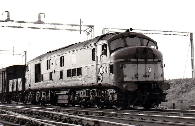 10001 - LMS/English Electric Co-Co DE - built 1947 by English Electric for LMSR - withdrawn 03/66 - seen here at Rugby in 1963.
