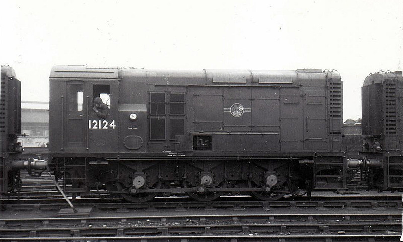 Class 11 - 12124 - LMS/EE 0-6-0DE Shunter - built 1952 by Darlington Works - withdrawn 11/68.
