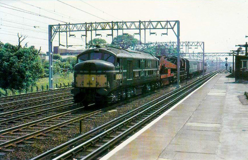 10001 - LMS/English Electric Co-Co DE - built 1947 by English Electric for LMSR - withdrawn 03/66 - seen here passing Kenton, 06/64.