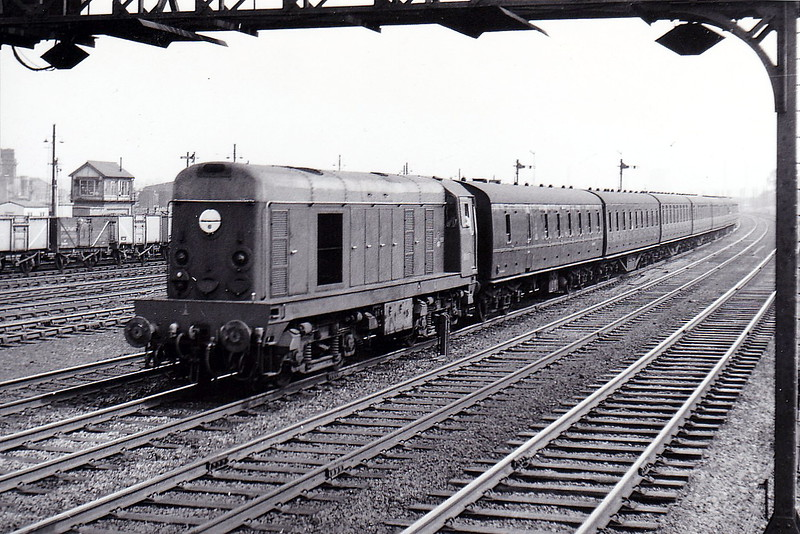 Class 20 - D8035 - EE Type 1 Bo-Bo DE - built 09/59 by English Electric - 10/73 to 20 035 - withdrawn 05/91 - preserved - seen here approaching Wembley Central on a special from Euston in May 1960.