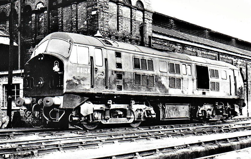 Class 21 - D6124 -  North British Type 2 Bo-Bo DE - built 09/59 by North British Loco Co. - withdrawn 10/71 from 65A Eastfield - seen here at March in 04/60.