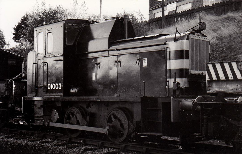 Class 01 - D2953 - AB 0-4-0DM Shunter - built 03/56 by Andrew Barclay as 11503 - 1957 to D2953 - withdrawn 06/66 from Stratford TMD - preserved - 01 003 is a fake number.